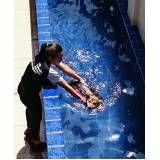 aula de natação canina no Centro